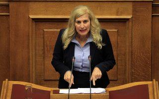 Η βουλευτής του ΣΥΡΙΖΑ Ελένη Αυλωνίτου μιλάει από το βήμα της Βουλής στη συζήτηση και ψήφιση επί της αρχής, των άρθρων και του συνόλου του σχεδίου νόμου του Υπουργείου Οικονομικών «Μέτρα για την εφαρμογή της Συμφωνίας Δημοσιονομικών Στόχων και Διαρθρωτικών Μεταρρυθμίσεων», Πέμπτη 15 Οκτωβρίου 2015. ΑΠΕ-ΜΠΕ/ΑΠΕ-ΜΠΕ/ΟΡΕΣΤΗΣ ΠΑΝΑΓΙΩΤΟΥ