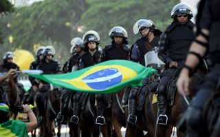 Riot police on horseback at a protest in favor of the impeachment of President Dilma Rousseff in Copacabana, Rio de Janeiro, Brazil on April 17, 2016. Rousseff risks being driven from office if the lower house votes in favor of an impeachment trial Sunday in Brasilia. / AFP / TASSO MARCELO