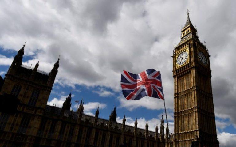 Αύξηση αποζημίωσης λόγω Brexit ζητούν βρετανοί βουλευτές