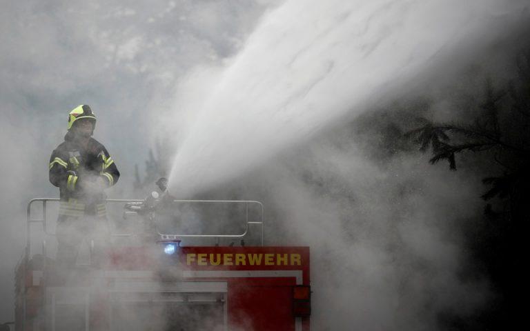 Περιορίστηκε η δασική πυρκαγιά στο Πότσδαμ – Παραμένει ο κίνδυνος αναζωπύρωσης (φωτογραφίες)