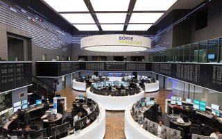 Στη Φρανκφούρτη, ο δείκτης Dax υποχώρησε κατά 0,09%. Στο Παρίσι, ο δείκτης Cac-40 παρουσίασε κέρδη 0,3% και ο δείκτης FTSE-100 στο Λονδίνο αυξήθηκε κατά 0,52%. Πιέσεις δέχθηκε ο δείκτης FTSE Mib στο χρηματιστήριο του Μιλάνου από την πτώση των μετοχών στον ενεργειακό και τον τραπεζικό κλάδο.