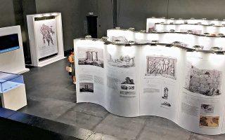 Στο Μέγαρο Χορού της Καλαμάτας τα 25 πάνελ καλύπτουν 50 θέματα σχετικά με τις φυσικές επιστήμες, τη χαρτογραφία, την αρχαιολογία.