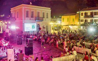 Στο Καστελλόριζο μικροί και μεγάλοι απολαμβάνουν τις εκδηλώσεις του φεστιβάλ.