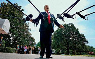 Την πρόθεσή του να μην επιτρέψει τη συνεχιζόμενη κράτηση του Αμερικανού πάστορα Αντριου Μπράνσον διεμήνυσε χθες ο πρόεδρος των ΗΠΑ Ντόναλντ Τραμπ. Στις δηλώσεις του με αποδέκτη την Τουρκία, ο Αμερικανός πρόεδρος υπογράμμισε ότι η Αγκυρα «φέρθηκε πολύ, πολύ κακά» και ότι οι ΗΠΑ δεν πρόκειται να ανεχθούν την άδικη μεταχείριση συμπατριώτη τους. «Η υπόθεση δεν έχει λήξει. Δεν θα ανεχθούμε αυτή την αδικία χωρίς να αντιδράσουμε. Δεν μπορούν να συλλαμβάνουν δικούς μας ανθρώπους», είπε ο Τραμπ καθώς εγκατάλειπε τον Λευκό Οίκο.
