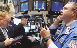 Πτωτικά κινούνταν οι βασικοί δείκτες στη Wall Street. Ο S&P 500 υποχωρούσε κατά 0,15% και ο Dow Jones κατά 0,25%. Οι μετοχές των Citigroup, Bank of America, Wells Fargo και JPMorgan έπεφταν από 0,7% έως και 1%, στον απόηχο των αρνητικών εξελίξεων για την τουρκική οικονομία.