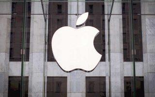 Mέσα σε δύο συνεδριάσεις, η κεφαλαιοποίηση της Apple ενισχύθηκε πάνω από 80 δισ. δολάρια, ξεπερνώντας την Πέμπτη το ένα τρισ. δολ.