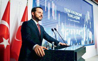 Ο Μπεράτ Αλμπαϊράκ εκτιμά ότι οι τουρκικές επιχειρήσεις μπορούν να ανταποκριθούν στις μεσοπρόθεσμες υποχρεώσεις τους. Ανάμεσα στις επιπτώσεις από τη θεαματική πτώση κατά 40% της τουρκικής λίρας είναι και οι δυσκολίες που αντιμετωπίζουν στην αποπληρωμή των χρεών τους.