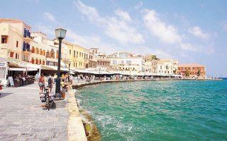 Δημοφιλέστεροι προορισμοί για τους Ελληνες φέτος, στο εσωτερικό της χώρας, είναι τα νησιά του Νότιου και Βόρειου Αιγαίου, τα Επτάνησα, η Κρήτη και η Πελοπόννησος.