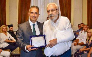 Ο δήμαρχος Σύρου Γιώργος Μαραγκός με τον Στέλιο Νιώτη.