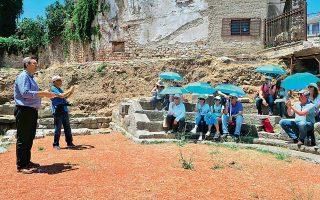 Στο μικρό θέατρο της Αμβρακίας, στην Αρτα, ο δήμαρχος Αρταίων Χρήστος Τσιρογιάννης.