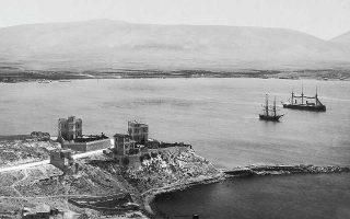 Αδελφοί Ρωμαΐδη, «Θέα από την Καστέλλα», περ. 1885. Μουσείο Μπενάκη/Φωτογραφικά Αρχεία, Νεοελληνική Ιστορική Συλλογή Κωνσταντίνου Τρίπου.