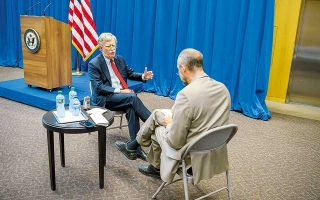Ο σύμβουλος εθνικής ασφαλείας του Λευκού Οίκου Τζον Μπόλτον, σε συνέντευξή του στο πρακτορείο A.P., προτού συναντηθεί με τον Ρώσο ομόλογό του.