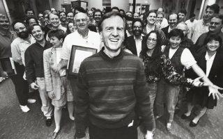Ο Τζον Σκάλεϊ, εδώ σε γιορτή στα γραφεία της εταιρείας, υπήρξε ο πιο αμφιλεγόμενος επικεφαλής της Apple (1983-1993) εξαιτίας της κόντρας του με τον Τζομπς. ©Acey Harper/The LIFE Images Collection/Getty Images/Ideal Image