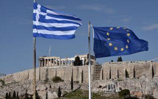Η ελληνική κυβέρνηση επιλέγει να εγκαταλείψει την επιχείρηση «νέα έξοδος» και να ποντάρει στη βελτίωση της αγοράς repos το επόμενο διάστημα, αλλά και στη χείρα βοηθείας από τους υπόλοιπους οίκους αξιολόγησης μετά την πρόσφατη διπλή αναβάθμιση από τη Fitch στην κατηγορία ΒΒ.