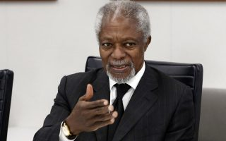 """In this Monday, May 8, 2017 photo, former U.N. Secretary General Kofi Annan is interviewed at The Associated Press headquarters, in New York. President Donald Trump's go-it-alone foreign policy is weakening America's standing at a time of tumult, Annan said in a wide-ranging interview, lamenting how the U.S. leader's flip-flopping """"makes it difficult for your friends"""" who still seek U.S. leadership. (AP Photo/Richard Drew)"""