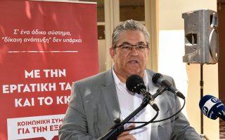 Ο ΓΓ της ΚΕ του ΚΚΕ Δημήτρης Κουτσούμπας μιλάει κατά τη διάρκεια  συγκέντρωσης στην πλατεία της Μάνδρας, την Τετάρτη 4 Ιουλίου 2018, στο πλαίσιο της επίσκεψής του στο Θριάσιο Πεδίο και την περιοδεία στα Ναυπηγεία της Ελευσίνας. ΑΠΕ-ΜΠΕ/ΑΠΕ-ΜΠΕ/ΜΑΝΩΛΗΣ ΠΑΚΙΑΣ