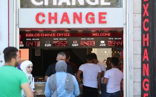epa06949187 People exchange their money at a currency exchange office in Istanbul, Turkey, 14 August 2018. The Turkish central bank on 13 August 2018 said it was closely monitoring the lira's performance and seek counter-measures. The Turkish lira hit a new record low against the US dollar within the scope of an escalating feud with the USA.  EPA/ERDEM SAHIN