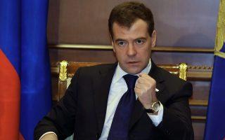 Αναφερόμενος στις πιθανές αμερικανικές κυρώσεις, ο Ρώσος πρωθυπουργός Μεντβέντεφ δήλωσε ότι, αν αυτές επιβληθούν, η Μόσχα θα αντιδράσει άμεσα.