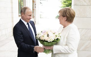 epa06746830 A handout photo made available by the German Government (Bundesregierung) on 18 May 2018 shows Russian President Vladimir Putin (L) welcoming German Chancellor Angela Merkel (R) at his summer residence in Sochi, Russia, 18 May 2018.  EPA/GUIDO BERGMANN/BUNDESREGIERUNG HANDOUT  HANDOUT EDITORIAL USE ONLY/NO SALES