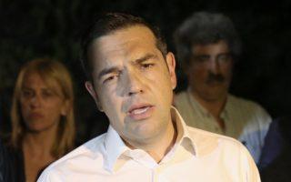 Ο πρωθυπουργός Αλέξης Τσίπρας μιλάει στα μέσα μαζικής ενημέρωσης σε μία διακοπή της σύσκεψης ενημέρωσης που είχε με τους αρμόδιους υπουργούς, που πραγματοποιήθηκε στο Συντονιστικό Κέντρο Επιχειρήσεων της Πυροσβεστικής στο Χαλάνδρι, για τις πυρκαγιές που μαίνονται, στην Αττική, Δεύτερα 23 Ιουλίου 2018. Στη σύσκεψη με τον πρωθυπουργό πήραν μέρος οι υπουργοί Εσωτερικών Πάνος Σκουρλέτης, Υποδομών και Μεταφορών Χρήστος Σπίρτζης, ο αναπληρωτής υπουργός Περιβάλλοντος και Ενέργειας Σωκράτης Φάμελος, ο αναπληρωτής υπουργός Εσωτερικών αρμόδιος για θέματα Προστασίας του Πολίτη Νίκος Τόσκας, ο αναπληρωτής υπουργός Υγείας Παύλος Πολάκης, ο υπουργός Επικρατείας και Κυβερνητικός Εκπρόσωπος Δημήτρης Τζανακόπουλος και ο Γραμματέας της Κεντρικής Επιτροπής του ΣΥΡΙΖΑ Παναγιώτης Ρήγας και η περιφερειάρχης Ρένα Δούρου.