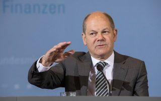 Μία δήλωση του Γερμανού υπουργού Οικονομικών Ολαφ Σολτς για τη συμφωνία επιστροφής των κερδών από την αγορά ελληνικών ομολόγων προκάλεσε έντονες αντιδράσεις στον γερμανικό Τύπο.