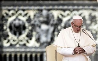 epa06980534 Pope Francis prays during the weekly general audience in Saint Peters Square, Vatican City, 29 August 2018.  EPA/ANGELO CARCONI