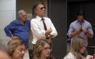 «Δεν παραιτούμαι», δήλωσε για μια ακόμα φορά ο Ηλίας Ψινάκης στο έκτακτο δημοτικό συμβούλιο που συνεκλήθη ως κατεπείγον τη Δευτέρα, χαρακτηρίζοντας την παραίτηση πράξη δειλίας και ένδειξη ενοχής.