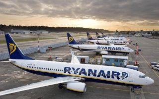 Μεταξύ των αιτημάτων των πιλότων και των αεροσυνοδών της Ryanair ήταν η βελτίωση των συνθηκών εργασίας και των αμοιβών τους. Αξίζει να αναφερθεί ότι, αφότου γνωστοποιήθηκε η συμφωνία για τη συλλογική σύμβαση με τους Ιταλούς πιλότους, η τιμή της μετοχής της αυξήθηκε κατά 2,1% στο χρηματιστήριο του Δουβλίνου.
