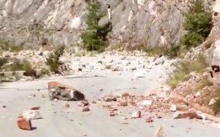 ischyri-seismiki-donisi-5-richter-sta-trikala-amp-8211-katolisthiseis-se-eparchiakoys-dromoys-fotografies0