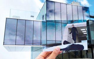 Ο Τζέιμς Μποντ (Ντάνιελ Κρεγκ) στο «Spectre» βγαίνει από το εστιατόριο «Ice Q» στο Sölden της Αυστρίας.