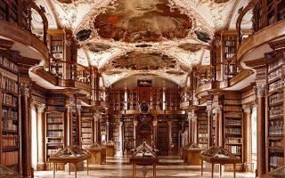 Μοναστηριακή βιβλιοθήκη στην ελβετική πόλη Σανκτ Γκάλεν. © Taschen
