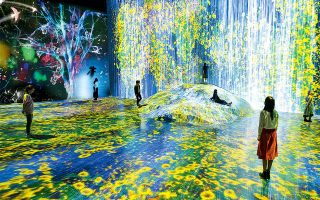 Universe of Water Particles on a Rock where People Gather  © teamLab (represented by Pace Gallery), 2018