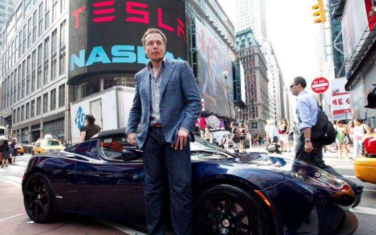 Ο Ελον Μασκ εγκαταλείπει το σχέδιο εξόδου της Tesla από το Χρηματιστήριο