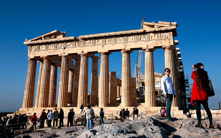 Die Presse: Οι κίνδυνοι εξάρτησης από τον τουρισμό