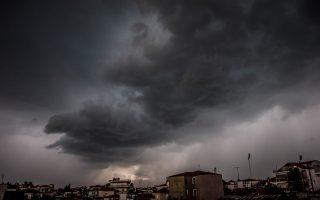 Σύννεφα καταιγίδας πάνω από την πόλη των Τρικάλων (Πηγή φωτογραφίας: EUROKINISSI/ΘΑΝΑΣΗΣ ΚΑΛΛΙΑΡΑΣ)