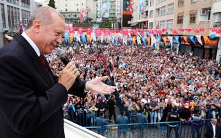 Turkish President Tayyip Erdogan addresses his supporters in Rize, Turkey August 11, 2018. Cem Oksuz/Presidential Palace/Handout via REUTERS ATTENTION EDITORS - THIS PICTURE WAS PROVIDED BY A THIRD PARTY. NO RESALES. NO ARCHIVE.