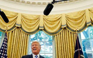 Ο πρόεδρος Τραμπ απαντά σε ερωτήσεις δημοσιογράφων μετά τη συνά-ντησή του με τον πρόεδρο της FIFA, Τζιάνι Ινφαντίνο, στον Λευκό Οίκο.