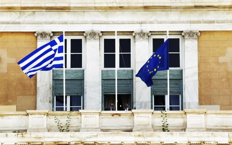FT: Η κρίση δεν έπληξε το πελατειακό κράτος – 30.000 διορισμοί στο Δημόσιο
