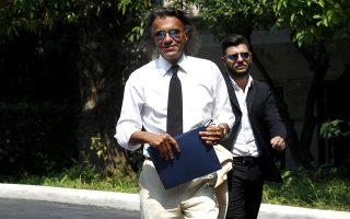 Ο Δήμαρχος Μαραθώνα Ηλίας Ψινάκης εξέρχεται από το Μέγαρο Μαξίμου, μετά τη σύσκεψη στην οποία συμμετείχε, Αθήνα,  Τετάρτη  25 Ιουλίου 2018. Σύσκεψη πραγματοποιήθηκε υπό τον πρωθυπουργό Αλέξη Τσίπρα, για τις πληγείσες από τις φονικές πυρκαγιές περιοχές. Στη σύσκεψη συμμετείχαν  ο υπουργός Επικρατείας Αλέκος Φλαμπουράρης, ο υπουργός Εσωτερικών Πάνος Σκουρλέτης, ο υπουργός Εθνικής Άμυνας Πάνος Καμμένος και ο υπουργός Υποδομών Χρήστος Σπίρτζης, καθώς και οι αναπληρωτές υπουργοί Οικονομικών και Οικονομίας, Γιώργος Χουλιαράκης και Αλέξης Χαρίτσης. Επίσης, στη σύσκεψη συμμετείχαν  η περιφερειάρχης Αττικής Ρένα Δούρου και οι δημάρχοι των πληγεισών περιοχών, Ραφήνας - Πικερμίου, Μεγαρέων και Μαραθώνα. ΑΠΕ-ΜΠΕ/ΑΠΕ-ΜΠΕ/ΑΛΕΞΑΝΔΡΟΣ ΒΛΑΧΟΣ