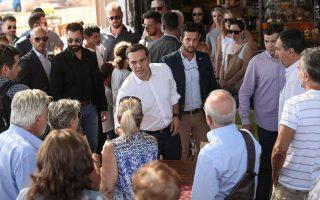 sto-mati-o-tsipras-amp-8211-synomilise-me-katoikoys-fotografies0