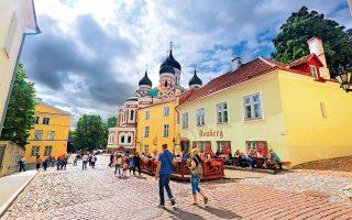 Μέσα στα τείχη της Παλιάς Πόλης βρίσκεται και ο ρωσικός ορθόδοξος καθεδρικός ναός του Alexander Nevsky. (Φωτογραφία: © AFP)