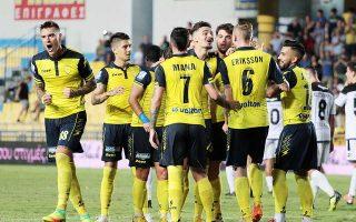 Ο Παναιτωλικός νίκησε 2-1 τον ΟΦΗ στο Αγρίνιο με δύο γκολ του Μοράρ, σε ένα ματς με πολλά νεύρα και κακό θέαμα.