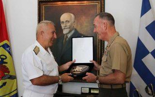 Στη συνάντηση του κ. Ευ. Αποστολάκη με τον Αμερικανό ομόλογό του Τζόζεφ Ντάνφορντ επιβεβαιώθηκε η ολοένα και στενότερη συνεργασία της Ελλάδας και των ΗΠΑ σε αμυντικό επίπεδο.