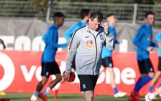 Η μεγαλύτερη ανησυχία του προπονητή της Εθνικής Μίκαελ Σκίμπε είναι ο μικρός χρόνος συμμετοχής αρκετών διεθνών παικτών στις ομάδες που αγωνίζονται.