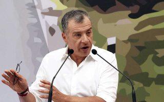 «Η γραφειοκρατία και η ασυνεννοησία των υπουργών εμποδίζει την περιοχή να ξαναζήσει», έγραψε στο Twitter ο Σταύρος Θεοδωράκης.