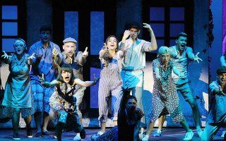 Το επιτυχημένο «Mamma Mia», μια ρομαντική κομεντί με τα τραγούδια των ΑΒΒΑ.