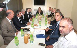 Η πρόεδρος του Κινήματος Αλλαγής Φώφη Γεννηματά κατά τη συνάντησή της χθες με αντιπροσωπείες της ΓΣΕΒΕΕ και της ΕΣΕΕ.