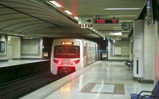 Τρεις κοινοπραξίες προκρίθηκαν στη δεύτερη φάση του διαγωνισμού για την κατασκευή της γραμμής 4 του μετρό της Αθήνας. Πρόκειται για τις ΑΚΤΩΡ-Ansalso STP-Hitachi Rail Italy, TEPNA-Vinci-Siemens και J&P ΑΒΑΞ-Ghella-Alstom Transport. Οι κοινοπραξίες καλούνται να καταθέσουν οικονομικές και τεχνικές προσφορές έως τις 10 Δεκεμβρίου, προκειμένου να ξεκινήσει η διαδικασία επιλογής για το μεγαλύτερο δημόσιο έργο που θα κατασκευαστεί στη χώρα την επόμενη δεκαετία.