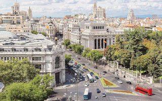 Πολλοί οικονομολόγοι αναθεώρησαν προς τα κάτω τις προβλέψεις τους και εκτιμούν πως η ανάπτυξη της Ισπανίας δεν θα υπερβεί φέτος το 2,5%.