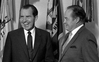 Ο ηθοποιός Μπομπ Χόουπ και ο τότε Αμερικανός πρόεδρος Ρίτσαρντ Νίξον τον Σεπτέμβριο του 1969 στον Λευκό Οίκο.